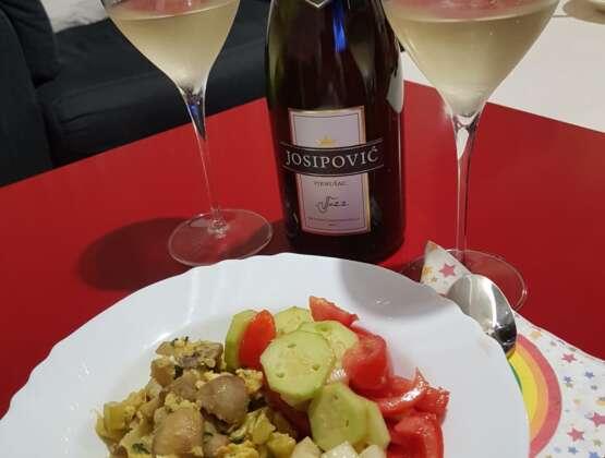 Kuhanjem uz glazbu i vino do savršenog jela
